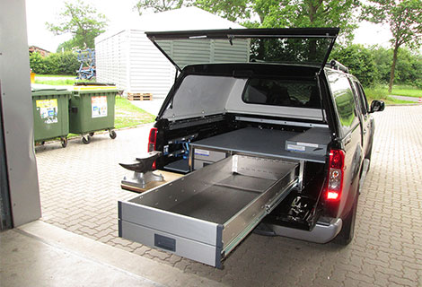 Nordsysteme - Sonderfahrzeuge, Hufschmiedfahrzeug Nissan Navara