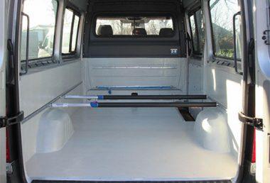 Nordsysteme - Sonderfahrzeuge, PU-Laderaumbeschichtung mit Sperrstangen, VW Crafter