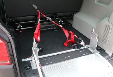 Nordsysteme Rollstuhltransport, Rollstuhltransportsystem, Rollstuhlsicherung mit Dreipunktgurt