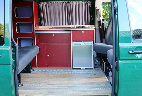 Nordsysteme - Camperausbau für VW T5 / T6 linke Seite mit Waeco Kühlschrank und Kochfeld, Camper: Unsere Freizeitprofis!