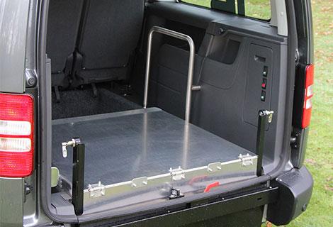 Nordsysteme Rollstuhltransport, nach vorn durchklappbare Rampe mit Handgriff, Rollstuhltransportsytem