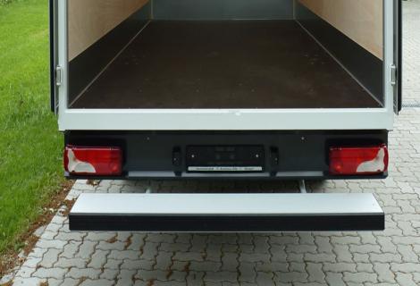 Nordsysteme - Spezialaufbauten,Breite Trittstufe am Kofferaufbau